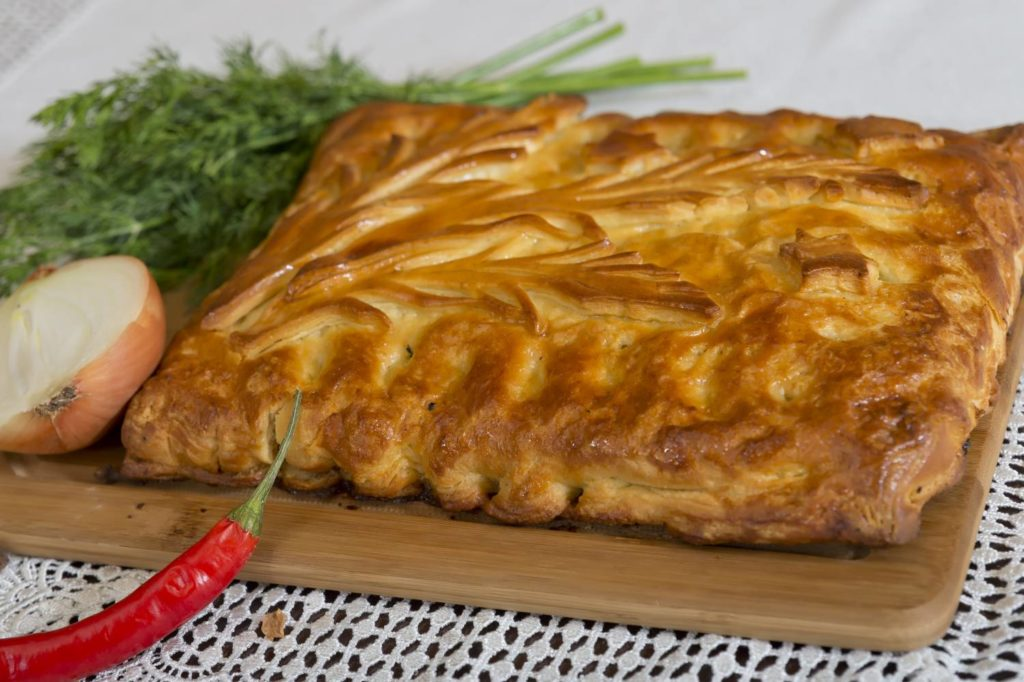 Дрожжевой пирог с мясом и капустой в духовке пошаговый рецепт